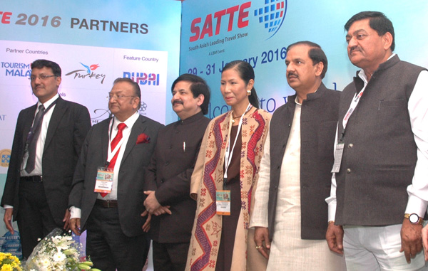 The Minister of State for Culture (Independent Charge), Tourism (Independent Charge) and Civil Aviation, Dr. Mahesh Sharma at the inauguration of the 'South Asia Travel & Tourism Exchange (SATTE)' - South Asia's leading B2B Travel and Tourism Trade Exhibition in New Delhi on January 29, 2016. 	The Secretary, Ministry of Tourism, Shri Vinod Zutshi and other dignitaries are also seen.